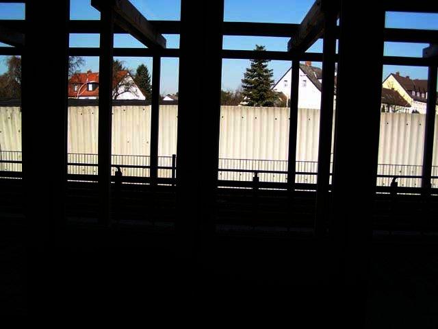 2003-03-22_offene_tuer_0.jpg