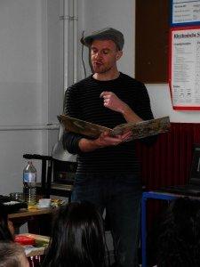 Tobias Krejtschi liest vor