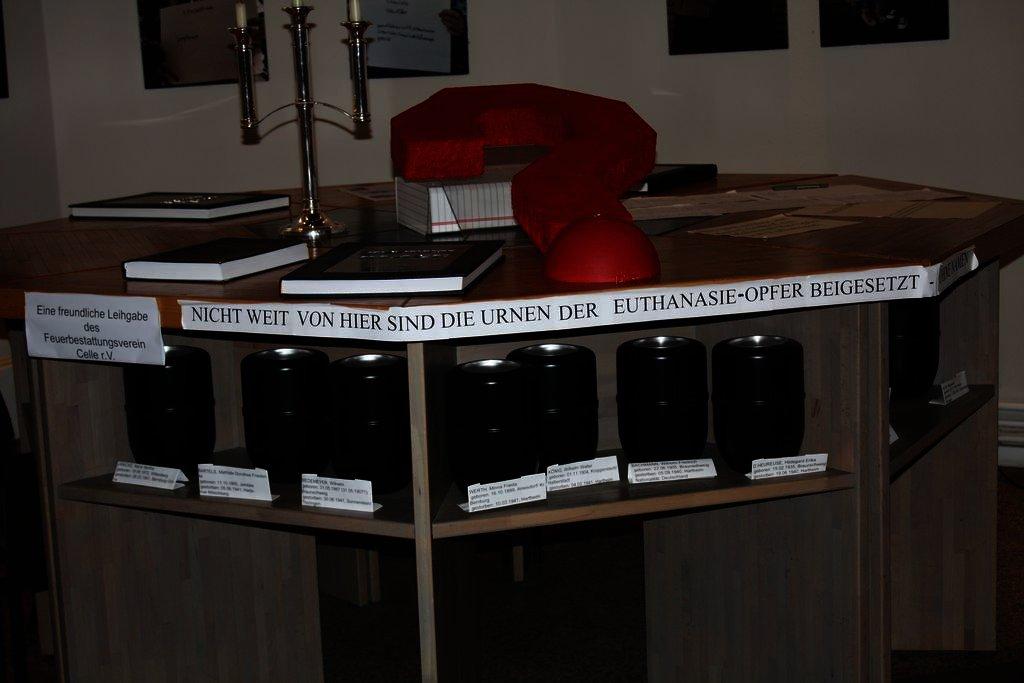"""Das rote Fragezeichen steht dafür, dass in Braunschweig noch ein Denkmal für die """"Euthanasie""""-Opfer fehlt."""